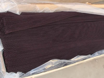 Copper flexible mesh curtain is packaged into rolls by bubble plastic film and then is put in a box.