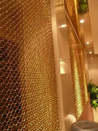 Brass circle ring mesh curtain is used to decorated the interior partition