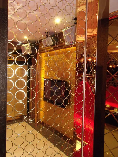 Stainless steel circle ring mesh curtain is used as window as a screen